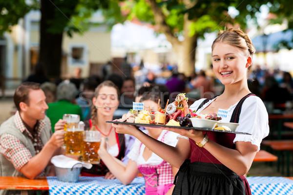Sör kert étterem harapnivalók Németország felszolgált Stock fotó © Kzenon