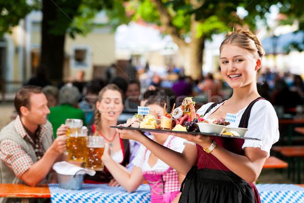 Cerveja jardim restaurante lanches Alemanha servido Foto stock © Kzenon