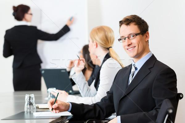 üzlet üzletemberek megbeszélés bemutató iroda műhely Stock fotó © Kzenon