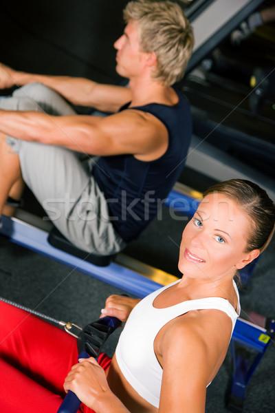 Formación remo máquina Pareja gimnasio Foto stock © Kzenon
