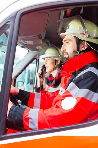 Vészhelyzet orvos nővér vezetés mentő nő Stock fotó © Kzenon