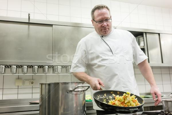 Kucharz restauracji warzyw pan żywności hotel Zdjęcia stock © Kzenon