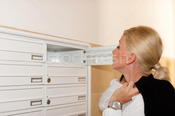 Nő néz posta postaláda áll ház Stock fotó © Kzenon