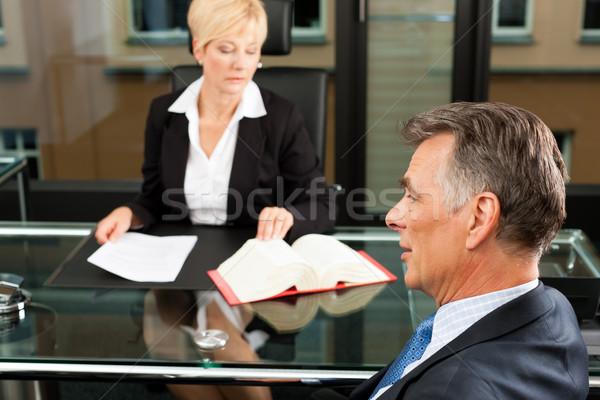 Kobiet adwokat notariusz biuro dojrzały klienta Zdjęcia stock © Kzenon