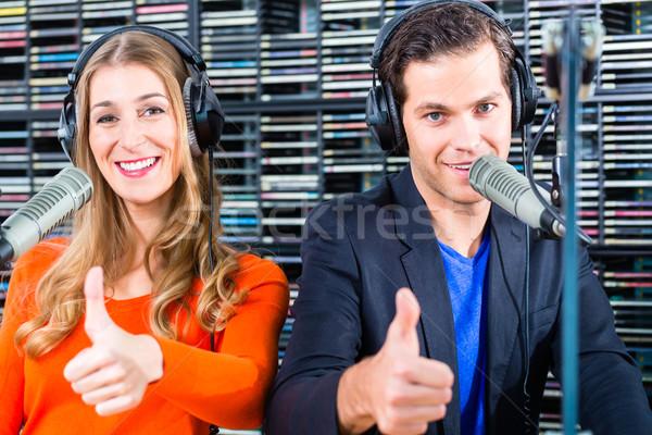 Radio estación aire hombre mujer Hosting Foto stock © Kzenon