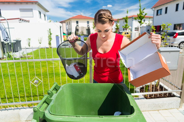 Donna carta rifiuti trash Foto d'archivio © Kzenon