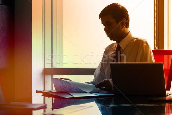 Foto stock: Hombre · de · negocios · sesión · indio · rascacielos · oficina · escritorio