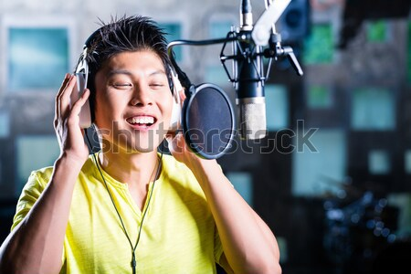 Asian Homme chanteur chanson professionnels Photo stock © Kzenon