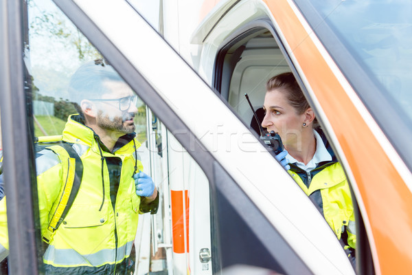 Ambulance radio contact discussion femme Photo stock © Kzenon
