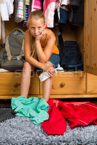 Stok fotoğraf: Aile · çocuk · klozet · dolap · genç · bakıyor