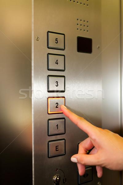 女性 エレベーター リフト ボタン 右 ストックフォト © Kzenon