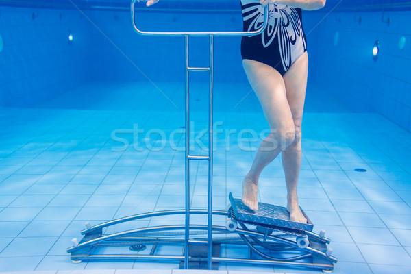 Supérieurs subaquatique gymnastique thérapie femme eau Photo stock © Kzenon