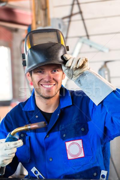 Hegesztő hegesztés berendezés fém műhely néz Stock fotó © Kzenon