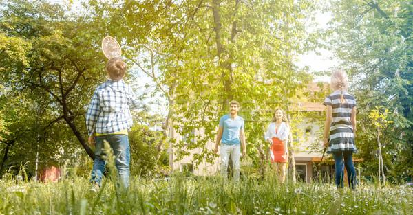 Família jogar badminton prado verão Foto stock © Kzenon
