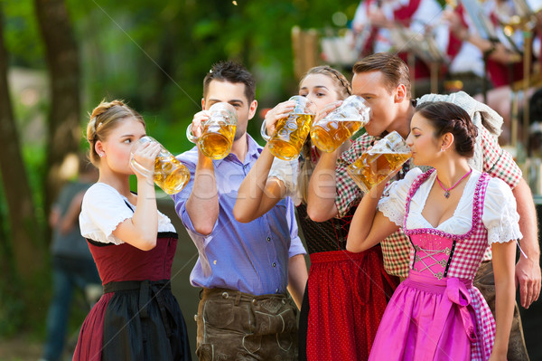 Cerveja jardim amigos banda Alemanha Foto stock © Kzenon