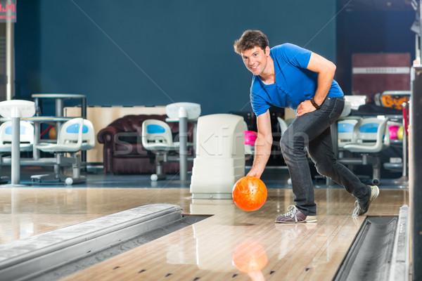Giovane bowling bowling uomo Foto d'archivio © Kzenon
