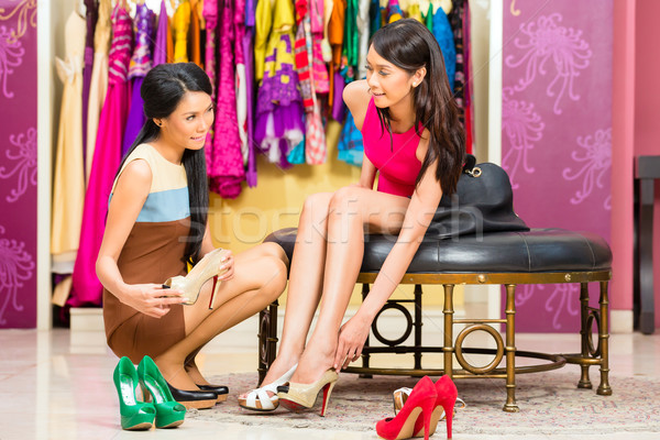 азиатских продажи Lady магазин предлагающий обувь Сток-фото © Kzenon