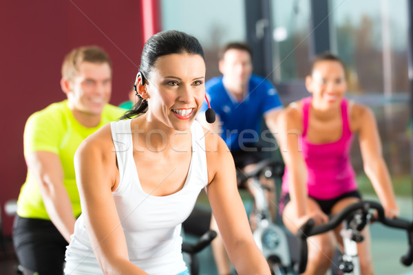 молодые люди фитнес спортзал группа женщины мужчин Сток-фото © Kzenon