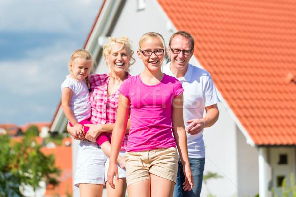 Család áll büszke otthon szülők gyerekek Stock fotó © Kzenon