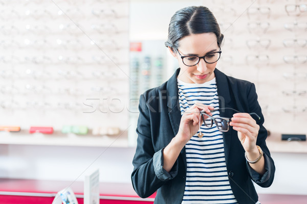 Femme verres plateau opticien Photo stock © Kzenon