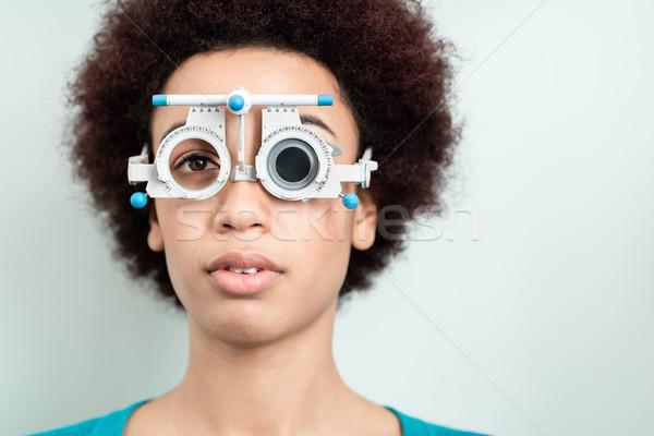Сток-фото: женщину · зрение · испытание · новых · очки · оптик