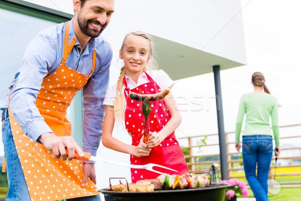 Család barbecue együtt kert otthon boldog család Stock fotó © Kzenon
