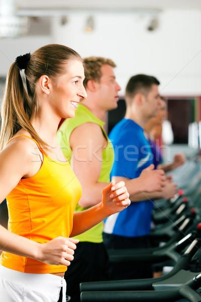 Personnes gymnase courir fitness club Photo stock © Kzenon