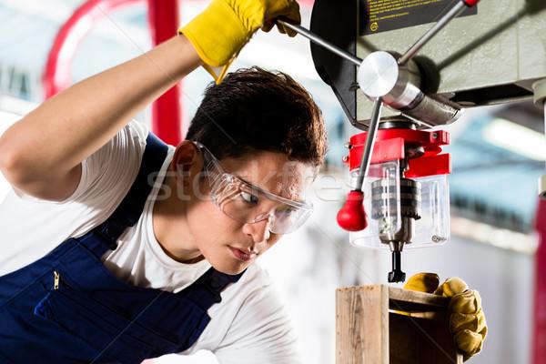 Werknemer boren machine workshop werken houten Stockfoto © Kzenon