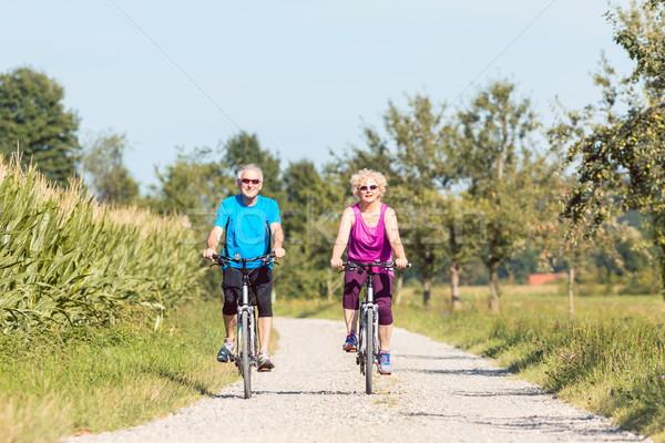 Aktif emeklilik binicilik bisikletler Stok fotoğraf © Kzenon