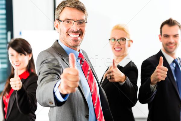 Business gruppo ufficio di successo posa Foto d'archivio © Kzenon