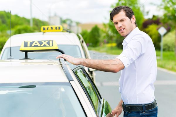 Sofőr taxi vár ügyfelek tapasztalt autó Stock fotó © Kzenon
