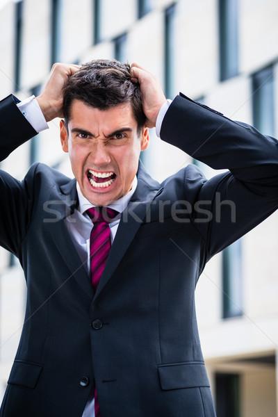 Zły człowiek biznesu włosy rozpacz miasta biznesmen Zdjęcia stock © Kzenon