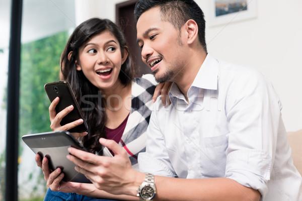 Indonesisch paar home computer vrouw Stockfoto © Kzenon