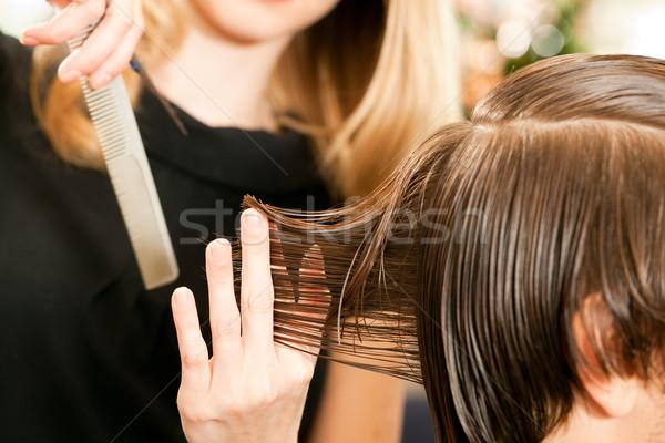 Homme salon de coiffure mise au point sélective main Photo stock © Kzenon