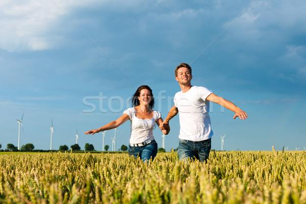 Szczęśliwy para uruchomiony lata strony kobieta Zdjęcia stock © Kzenon
