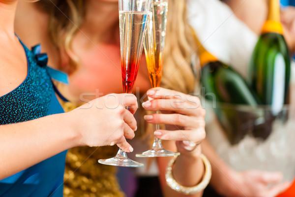 Mensen club bar drinken champagne jongeren Stockfoto © Kzenon