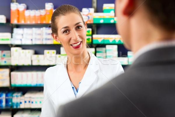 Homme pharmacien client pharmacie Consulting client Photo stock © Kzenon