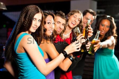 Mensen cocktails bar club groep partij Stockfoto © Kzenon