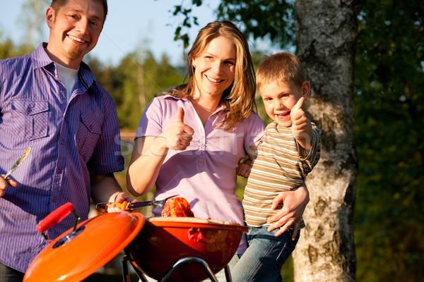 ストックフォト: 家族 · バーベキュー · 庭園 · バーベキュー · パーティ · 母親