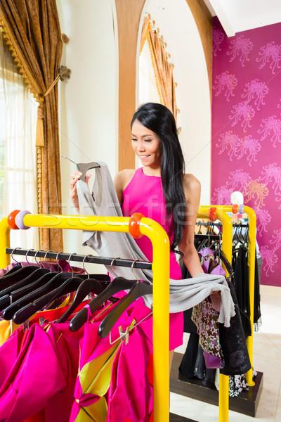 Asiático mulher compras moda armazenar mulher jovem Foto stock © Kzenon