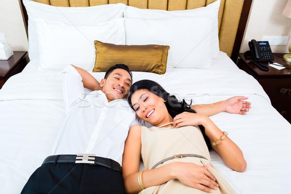Asiático casal cama quarto de hotel mulher hotel Foto stock © Kzenon