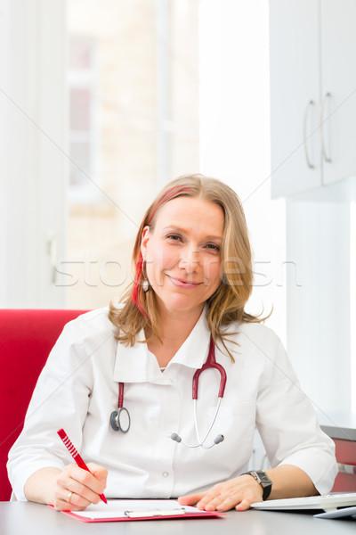 Doktor yazı tıbbi reçete cerrahi genç Stok fotoğraf © Kzenon