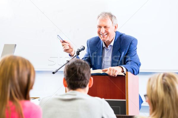 Kolej profesör ders Öğrenciler ayakta büro Stok fotoğraf © Kzenon
