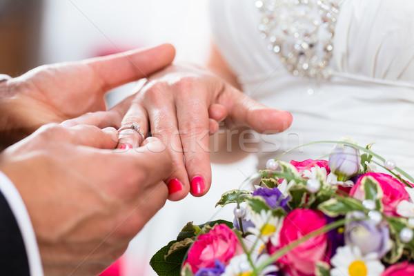 Foto stock: Novio · anillo · dedo · novia · boda · mujer