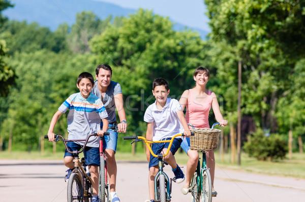 Család négy bicikli turné nyár gyerekek Stock fotó © Kzenon