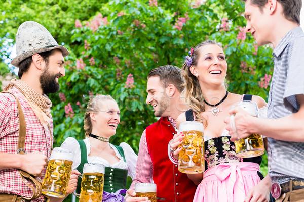 Vriend permanente kastanje bier man Stockfoto © Kzenon