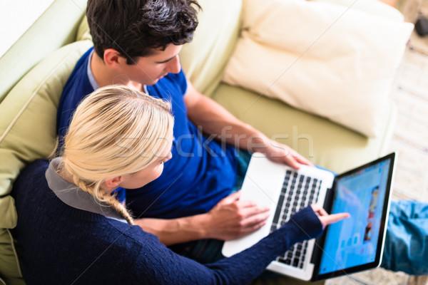 Stok fotoğraf: Dizüstü · bilgisayar · kullanıyorsanız · kredi · kartı · çevrimiçi · genç · modern