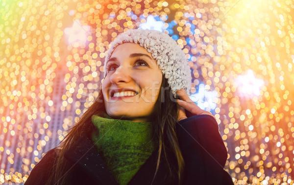Nő vásárlás karácsony ajándékok bevásárlóközpont áll Stock fotó © Kzenon