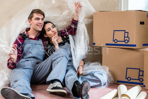 Fiatal pér nap álmodik jövő mozog új otthon Stock fotó © Kzenon