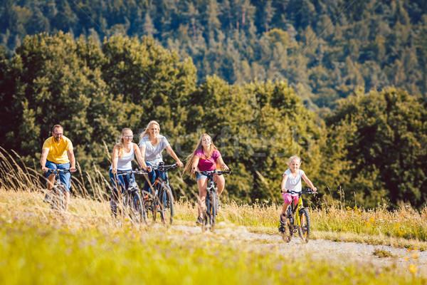 Aile binicilik bisikletler öğleden sonra yaz Stok fotoğraf © Kzenon